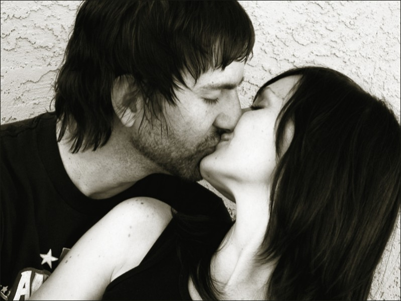 Black and white picture of man and woman kissing