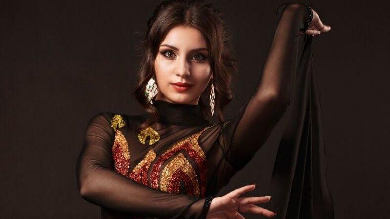 middle-eastern-woman-who-looks-a-little-like-mia-khalifa